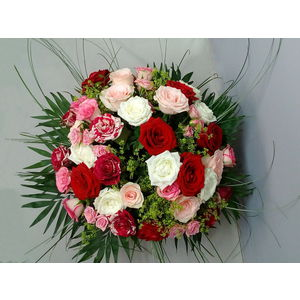 bouquet de roses rouges et roses