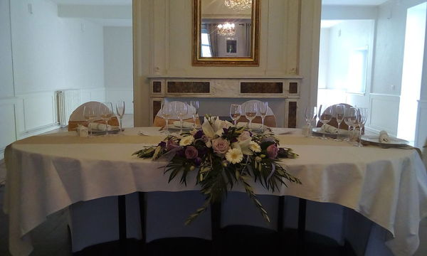 Centre de table allongé retombant pour table d'honneur