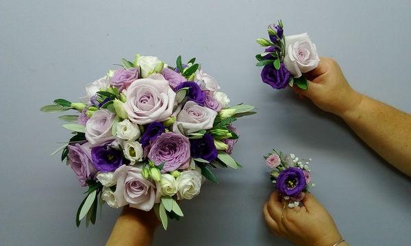 Bouquet de mariée, boutonnières tons mauve et violet