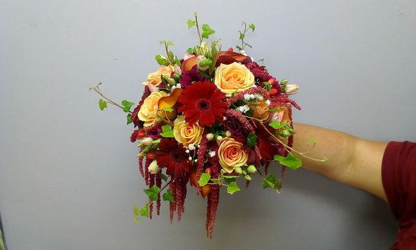 Bouquet rond tons rouge orangé