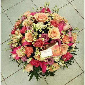 Coupe de fleurs saumon et rose