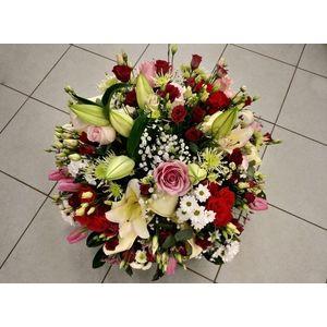 Coupe de fleurs rouge rose blanc