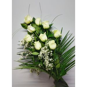 Bouquet roses blanches et gypsophile