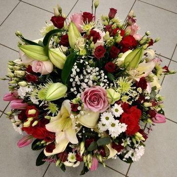 Coupe de fleurs rose rouge
