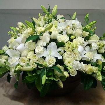Coupe de fleurs blanche